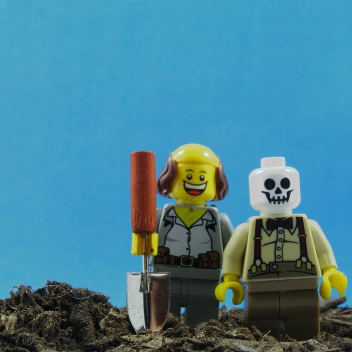 Gravedigger suspended after selfie with dead man