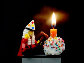A US Federal Judge ruled that nobody owns the Happy Birthday song, declaring the copyright held by Warner Music to be invalid.