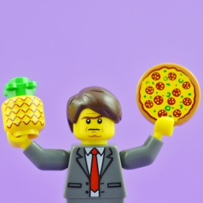 While visiting a high school last week, President of Iceland, Guðni Th. Jóhannesson, said he'd ban pineapple on pizza, if he had such powers.
