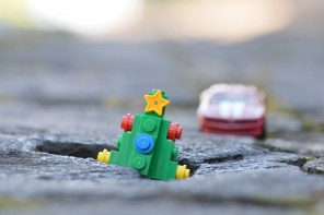 An unknown resident in Jackson, Mississippi has planted a Christmas tree in a pothole to alert drivers to the road hazard.